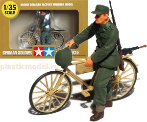 Tamiya 26017 1:35, German soldier with bicycle B